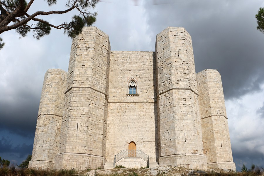 Castel_del_monte,_esterno_05,0